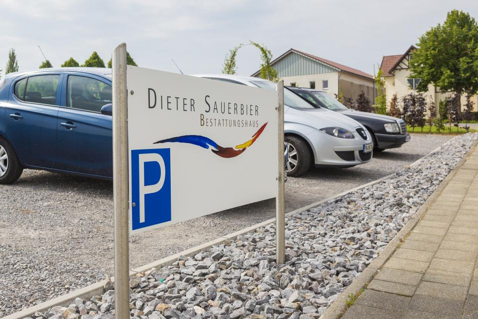 Der Parkplatz für 40 Fahrzeuge